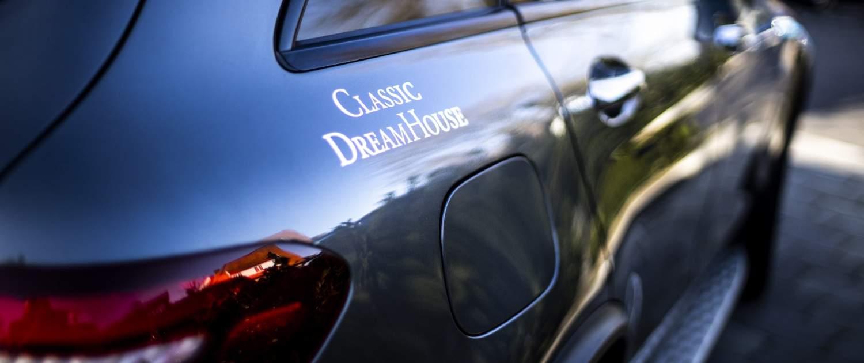 Logo fra Classic Dream House på bil